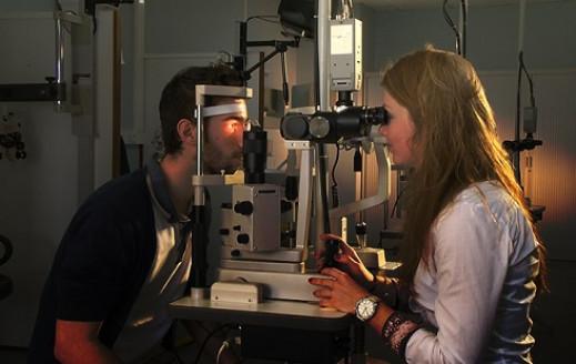 Formation professionnelle de Technicien en optique lunetterie chez Esoo